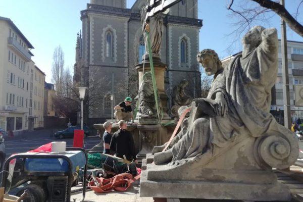 Restaurierungsarbeiten am Christus Brunnen Bonn